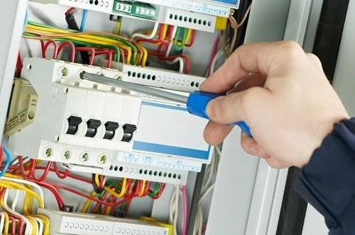 When To Call In An Emergency Electrician