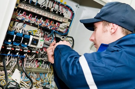 Your Guide To Finding A Qualified Emergency Electrician